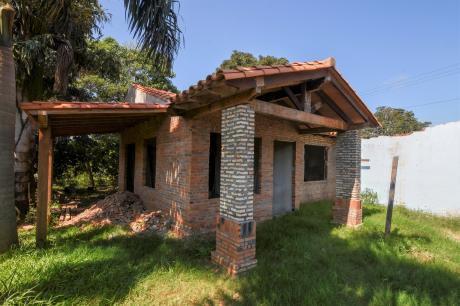 Se Vende Propiedad, Casa A Terminar De 360 M2.[san Lorenzo, B° Sagrada Familia]