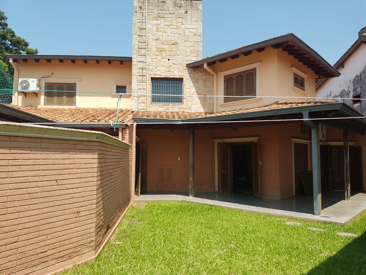Vendo V-105 Hermosa Residencia - Zona Lambaré