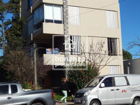 Apartamento En Venta, Piriápolis, 4 Cuadras De La Playa