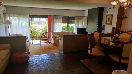 Muy Lindo Apartamento Con Patio Con Parrillero Propio Y Estufa A Leña - 3 Dorm.