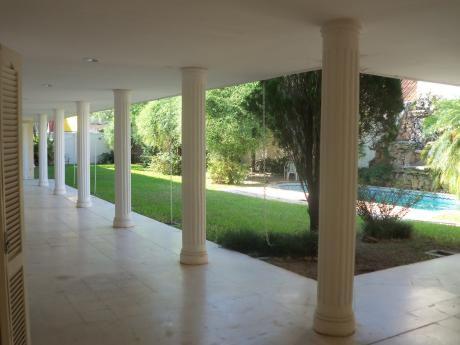 Elegante Mansion De 5 Dormitorios 3 En Suite Barrio Mburucuya