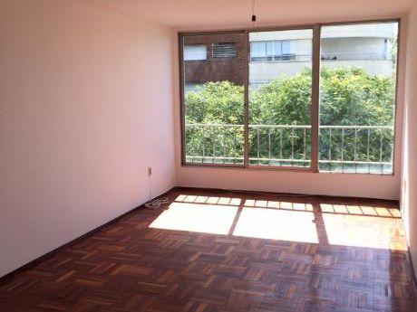 Apartamento Muy Lindo, 3 Dorm, 2 Baños Y Garaje. Muy Buen Estado, Muy Soleado.