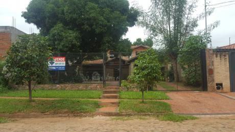 Oportunidad! Bella Y Confortable Casa En Fernando De La Mora Zona Sur.