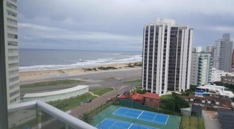 2 Dormitorios + Dependencia De Servicio A 1 Cuadra De La Playa Brava