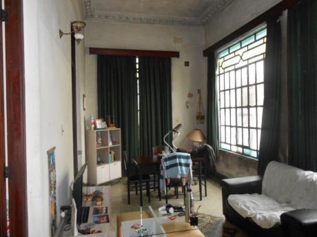 Casa De Estilo Con Apartamento A 1 Cuadra De Av. Garzón