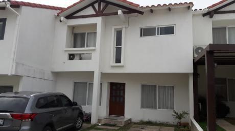 Casa En Alquiler De 3 Dormitorios