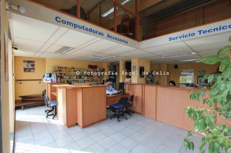 Amplio Local Comercial Independiente Sobre Avda. Rivera