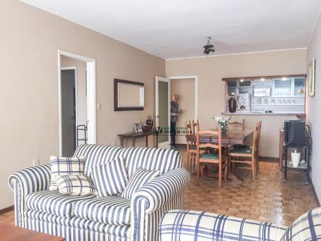 Apartamento De 3 Dormitorios Amueblado, Con Garaje En Alquiler - Pocitos