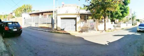 Vendo Casa Sobre Calle Asfaltada En Barrio Recoleta.