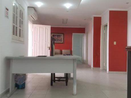 Alquiler De Amplia Casa Para Oficina O Consultorios