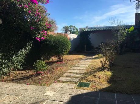 Casa Con Hermoso Patio En Linda Zona De Buceo - Dueño Vende