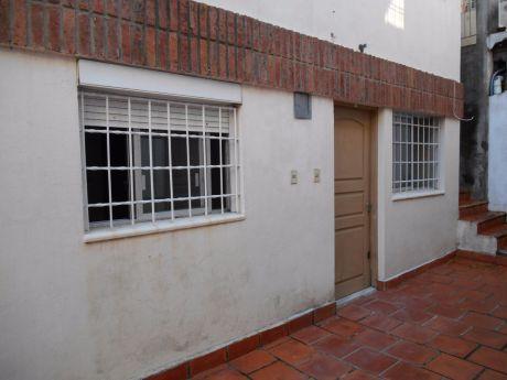 1 Dormitorio Y Medio, Se Vende Con Renta!!