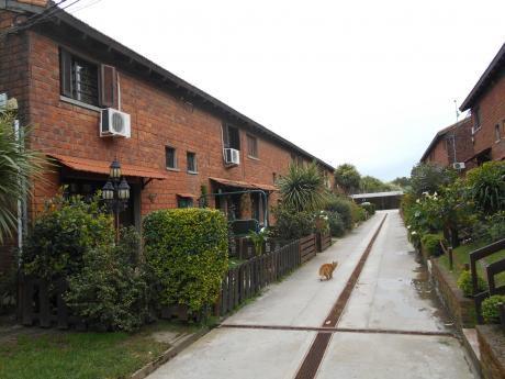 Duplex En Cooperativa De Viviendas Lagomar .-