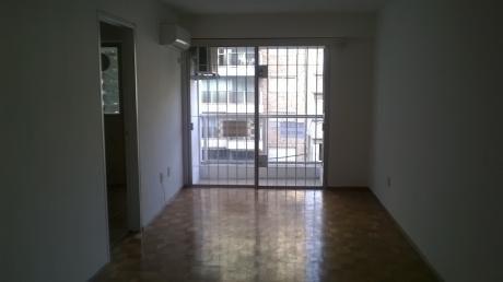 Comodo Apartamento De 2 Dormitorios En Pocitos