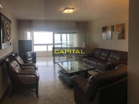 Apartamento En Torre Goleta, Piso Alto, Con Buena Vista Al Mar De Playa Mansa