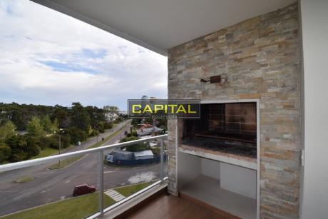 Moderno Apartamento De 1 Dormitorios En La Mansa Con Muy Buenos Servicios Y Parrillero Propio!