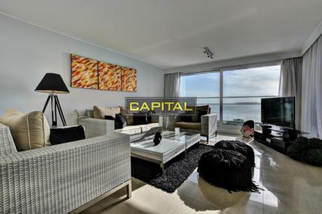 Apartamento Moderno Playa Mansa - Alexander Collection