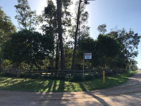 Gran Terreno Esquina Sobre Ruta Interbalnearia Con Casa A Reciclar