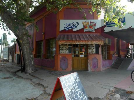 Local Y Carniceria. Excelente Ubicacion