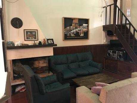 Vendemos Casa Con Excelentes Comodidades En Barrio Aguada.