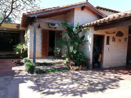 Casa De 4 Dormitorios En Luque Barrio Laurelty