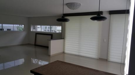 Departamento De 3 Dormitorios Semiamoblado En El Urubo En Alquiler En 750$us