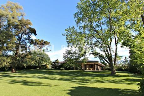 Casa Estilo Escandinava Con Jardín Espectacular