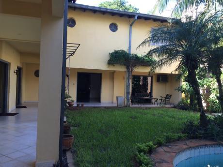 Alquilo Casa Con Piscina En Esquina - Barrio Herrera