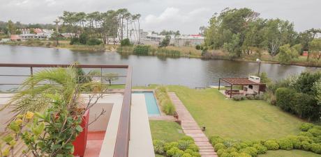 Apartamento En Lago De La Caleta. Ref: 4787