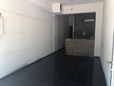 Local Comercial En Pocitos. 34m2. Ellauri Y Gabriel Pereira