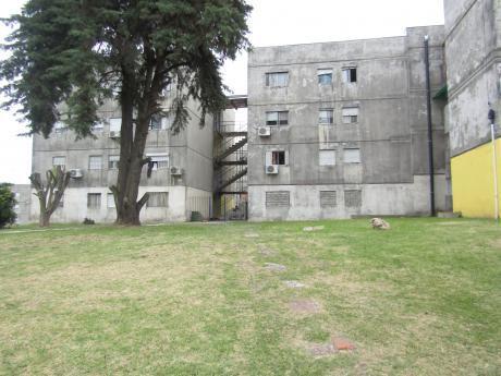 Apartamento En Complejo América Block D