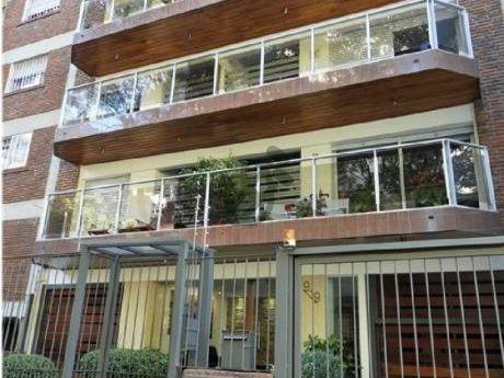 Apartamento En Alquiler (con Muebles) En Punta Carretas, Sobre La Calle Prudencio Vázquez Y Vega