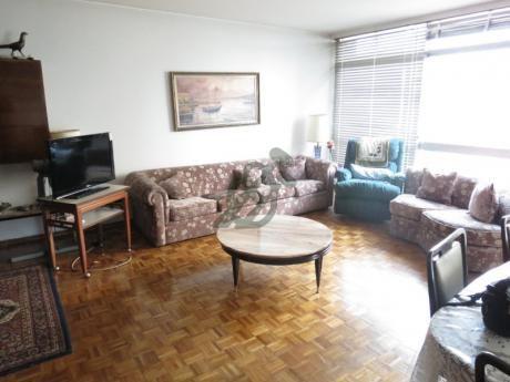 Muy Lindo Apartamento A  Muy Buen Precio 3 Dormitorios Mas Servicio. Mas Garage Mas Box.