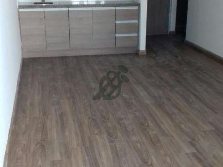 Divino Apartamento Con Patio Y Parrillero - Tres Meses De Alquiler Gratis.