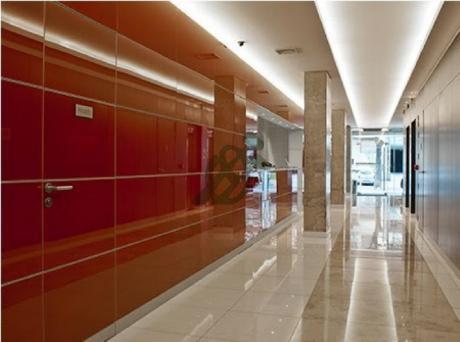 Oficinas En Alquiler En Pocitos, Sobre La Calle Benito Blanco En Edificio De Primer Nivel.