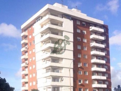 Apartamento En Venta En Buceo, Sobre La Calle Avenida Italia