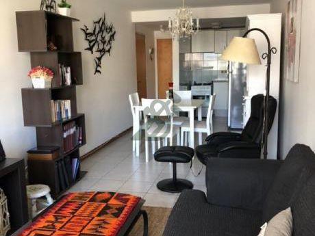 Apartamento En Venta En Punta Carretas, Sobre La Calle Ellauri