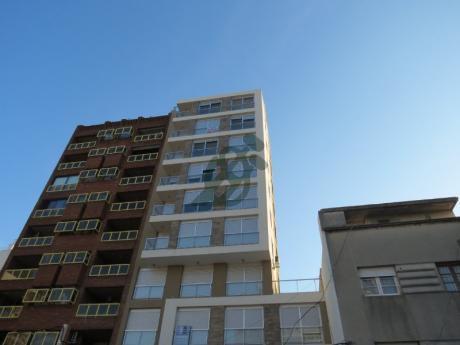 Apartamento De Dos Dormitoros Y Dos Baños Opción Garage, Terminaciones De Primera Calidad.