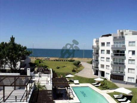 Apartamento En Venta En Punta Del Este, Sobre La Parada 37 De La Mansa