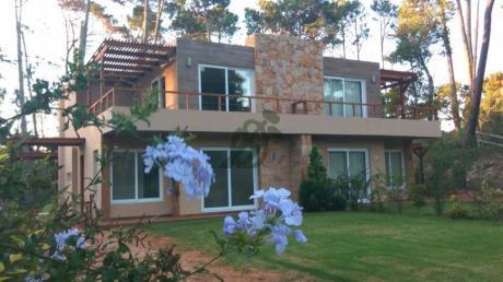 Casa En Venta A Estrenar En Punta Del Este, Zona Pinares