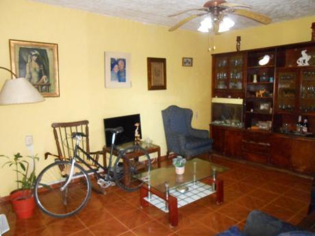 Casa + Apartamento De Muy Buenas Comodidades!!!