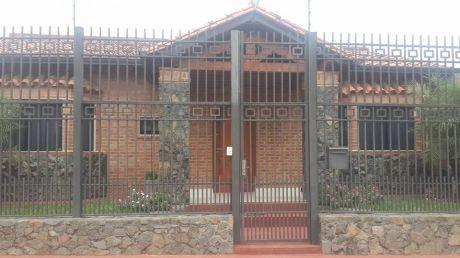 Vendo Hermosa Casa En Mariano Roque Alonso  En Esquina Se Mi Amoblado!!!!!