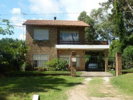 Casa Dos Plantas Barbacoa Garage 1 Cuadra Playa Pasa El Bus