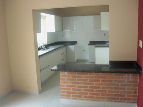 Residencia En Barrio Los Laureles De 3 Dormitorios En Suite Piscina