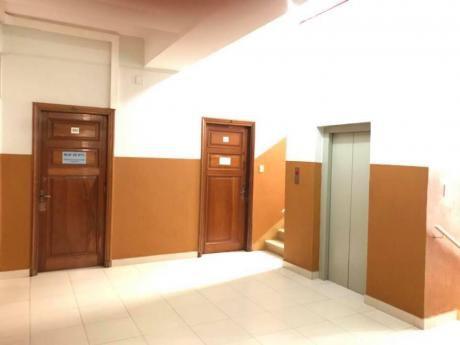 Alquilo Sólo Para Oficina En Excelente Edificio En Microcentro De Asunción