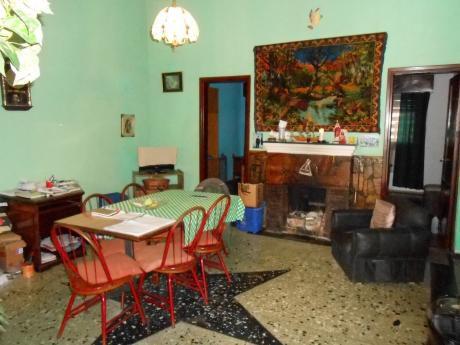 Casa + 3 Apartamentos En Buena UbicaciÓn !!!