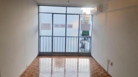 Amplio Apartamento 2 Dorm En Pocitos A 3 Cuadras De La Playa