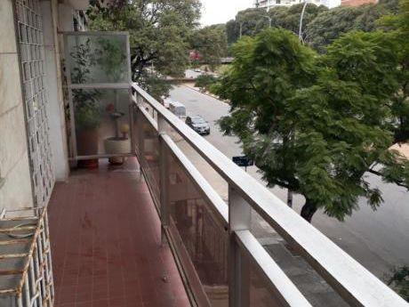 Frente A Parque Rodó! Piso 2, Amplio, Con Garage Y Box!