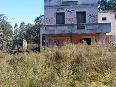 Bajo De Precio Casa A Reciclar Con Gran Terreno De 1 Has 7004 M2