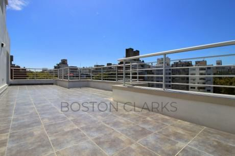 Penthouse En Venta: 3 Dormitorios, 1 Garage Y Hermosa Vista A Metros Del Mar